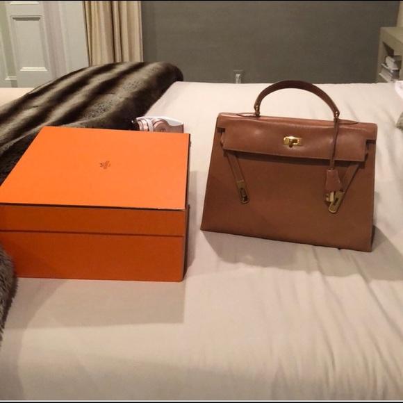 b218a3e7eb20 Hermes Handbags - Hermès vintage Box Kelly 35